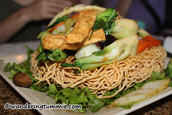 Mon Ami Garden Grove CA, vegetarian crispy egg noodle, vegetarian noodle, vegetarian noodle with tofu mushrooms, green beans, tofu noodle, vegetarian food, vietnamese food, vietnamese restaurant, french food, french restaurant, vietnamese french fusion food